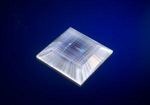 High-precision array with segmented light guides